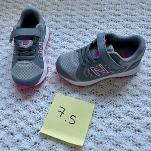 New Balance 519v2- light aluminum/ steel- NWOT